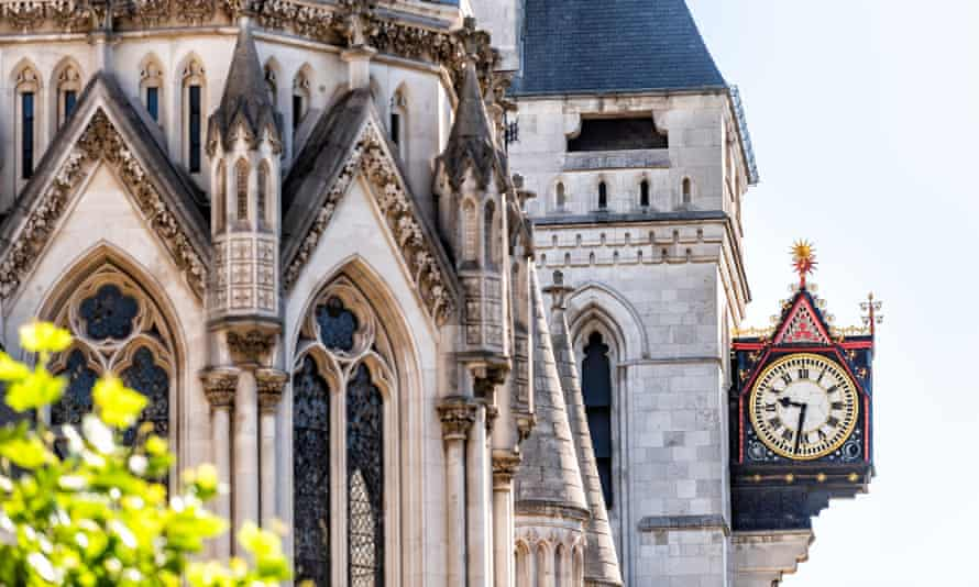 the clock outside the royal courts of justice