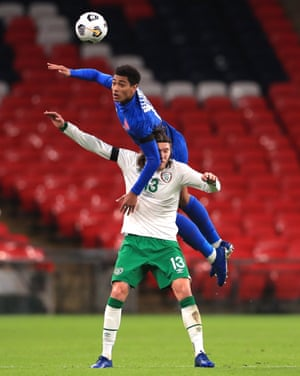 England's Jude Bellingham (top) and Republic of Ireland's Jeff Hendrick battle for the ball