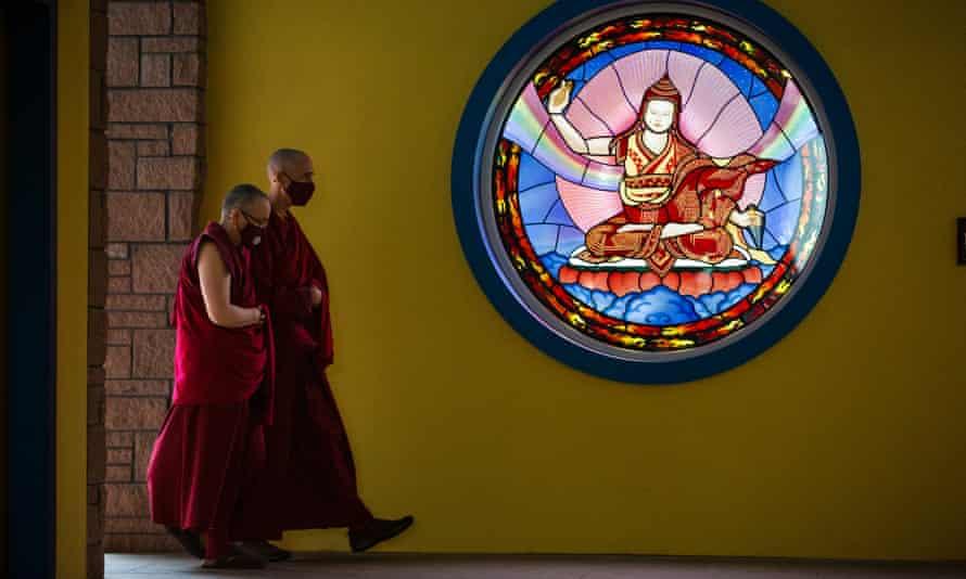 Biksu di pusat Buddha Tibet Samye Ling di Skotlandia