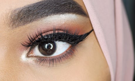 Swoosh! How to do the perfect winged eyeliner
