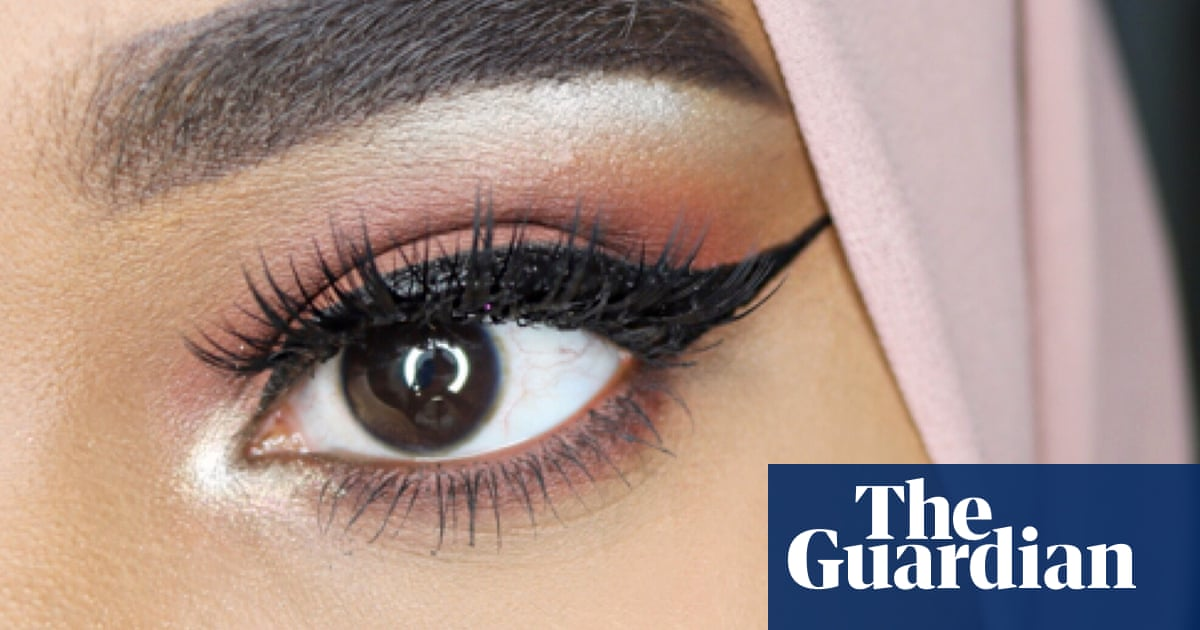 Swoosh How To Do The Perfect Winged Eyeliner Fashion The Guardian
