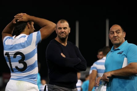 Argentina coach Mario Ledesma talks to Pumas coaching consultant Michael Cheika and Matias Orlando.