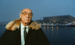 José Saramago in Stockholm to receive the 1998 Nobel prize for Literature.
