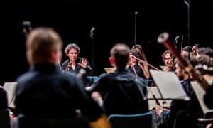 violinist David Grimal leading Les Dissonances.