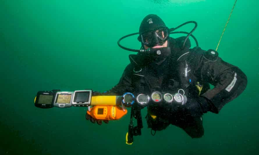 A diver compares the performance of recreational dive computers worn by scuba divers with scientific instruments.