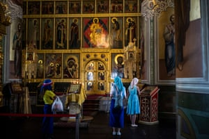Colombian, Argentinian and Russian women in the Orthodox Cathedral of Kazan Kremlin.