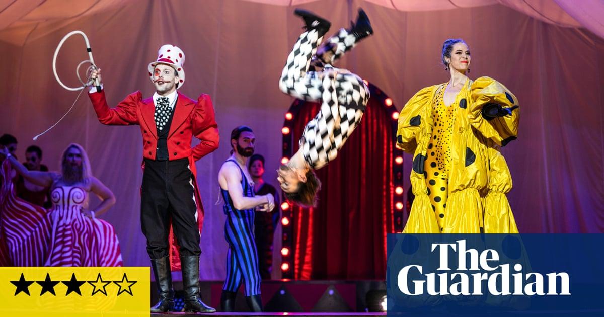 Recensione Circus Days and Nights – L'ultimo film di Philip Glass vede lo spettacolo trionfare sulla sostanza