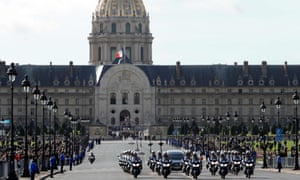 The hearse transporting Jacques Chirac's coffin leaves the Hôtel des Invalides for the church of Saint-Sulpice in Paris for his funeral service.