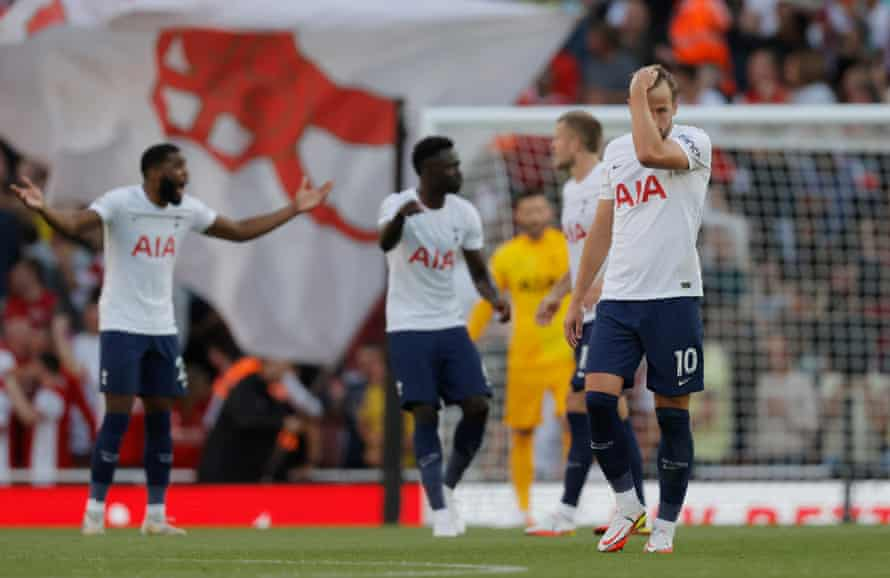 A dejected Harry Kane after the 3rd Arsenal goal.