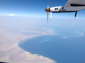 The plane flies across Cairo and heads toward Abu Dhabi.