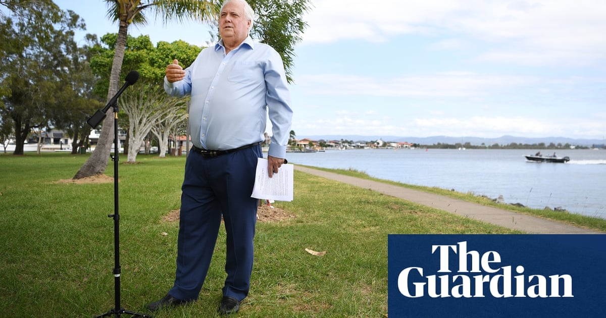 Clive Palmer launches high court challenge to Queensland coronavirus border closure