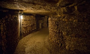 Tunnel of skulls in the Paris catacombs