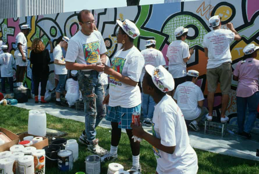 Teens help Haring paint a mural in Chicago, 1989.