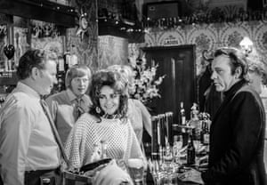 Elizabeth Taylor, Richard Burton in The Assembly House Pub, Kentish Town Road