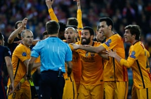 The Barcelona players attempt to change the ref's mind.