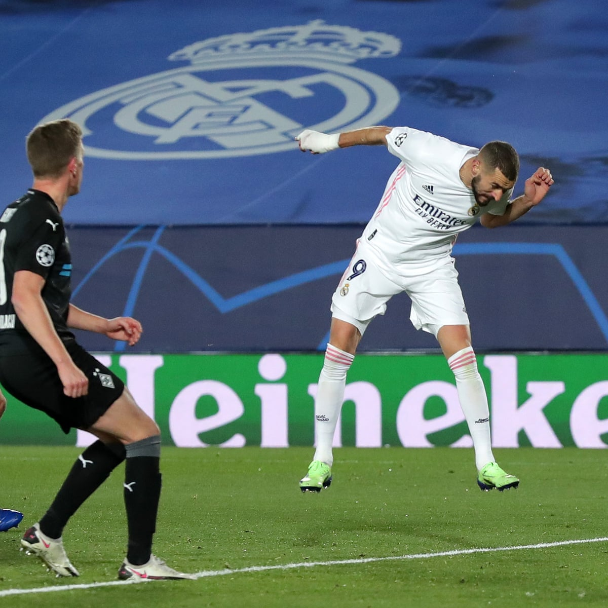 Karim Benzema Heads Real Madrid Into Last 16 And Beaten Gladbach Join Them Champions League The Guardian