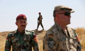 A German soldier trains troops in Iraqi Kurdistan.