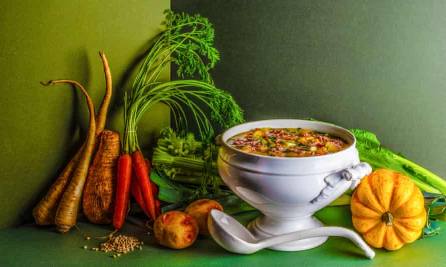 Winter vegetable and ham soup