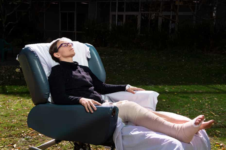 Chantelle Doyle gets some sun in the patient garden at John Hunter Hospital