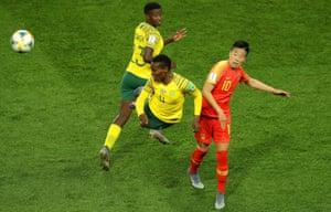 L'Afrique du Sud, en action ici contre la Chine, a montré lors de ses débuts en Coupe du Monde qu'elle était digne de participer.