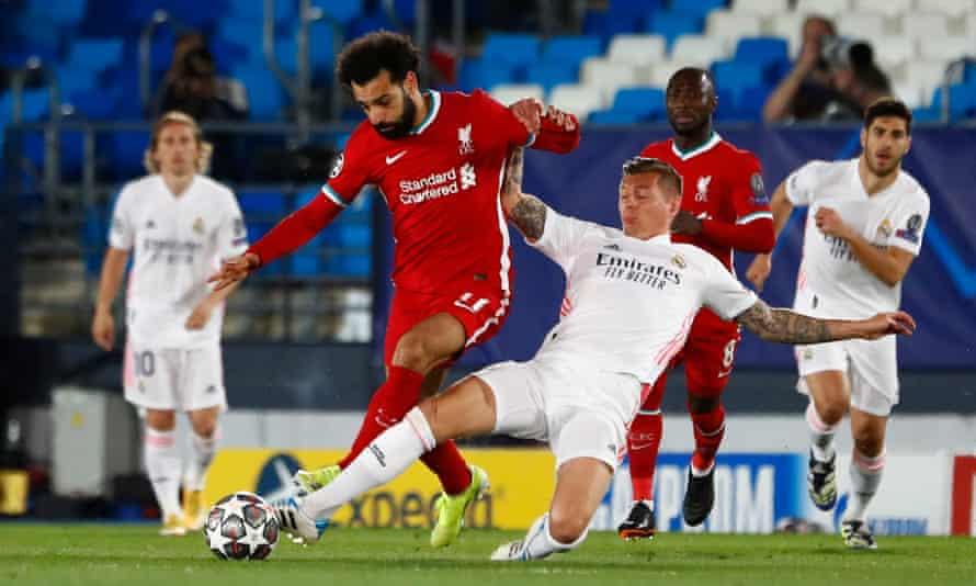 Toni Kroos stops Mohamed Salah in his tracks