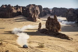 The inaugural Extreme E event is set against the stunning backdrop of the Arabian desert.