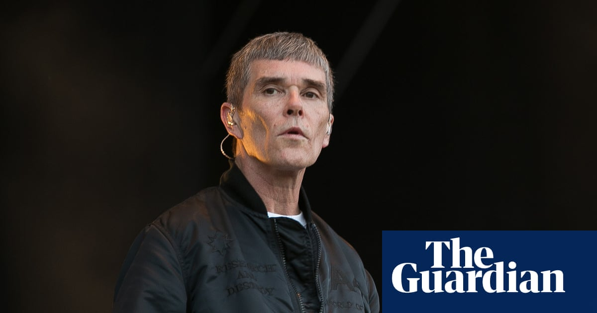 Ian Brown pulls out of music festival over Covid vaccination row