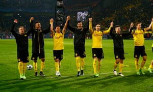 Borussia Dortmund players celebrate their victory.
