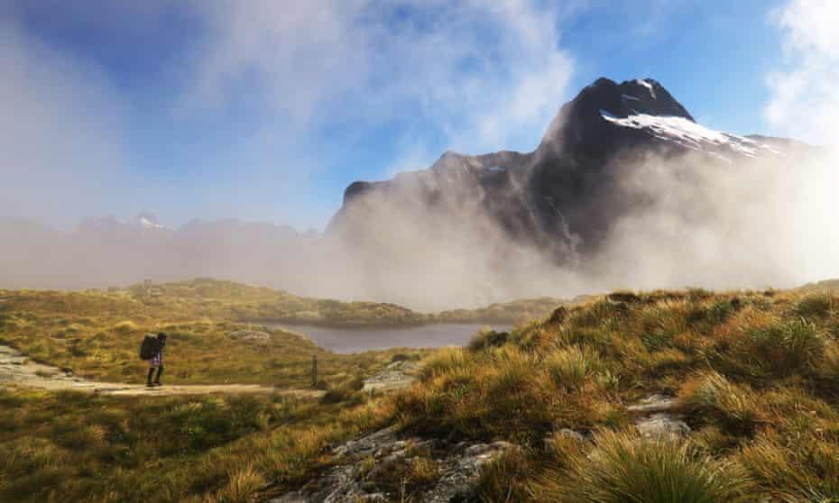 Mount Elliot at the Mackinnon Pass.