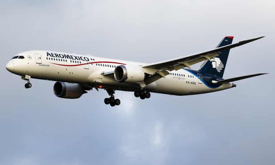 An Aeroméxico Boeing 787 Dreamliner aircraft in flight