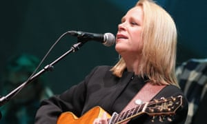 Mary Chapin Carpenter Review Emotional Heft Poise And