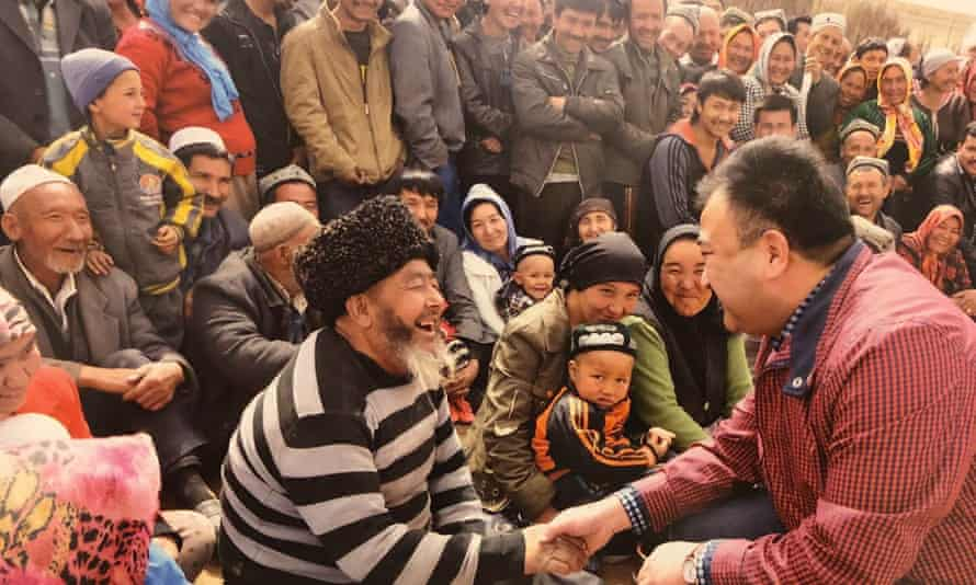 Adil Mijit greets fans after a performance in Xinjiang