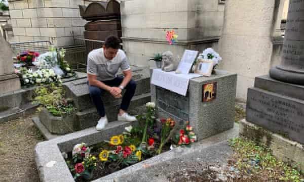 Michael Luke di kuburan Morrison