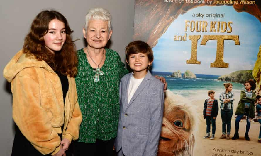 Jacqueline Wilson with Teddie Malleson-Allen and Billy Jenkins from the film adaptation of Four Kids and It.
