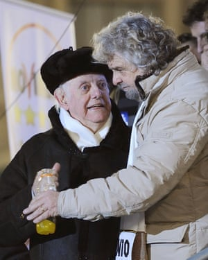 Dario Fo and Beppe Grillo at a M5S rally in Milan in 2013.