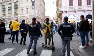 Police officers in Rome wearing protective masks block and close Via del Corso, as the number of people infected by Covid-19 continues to rise.