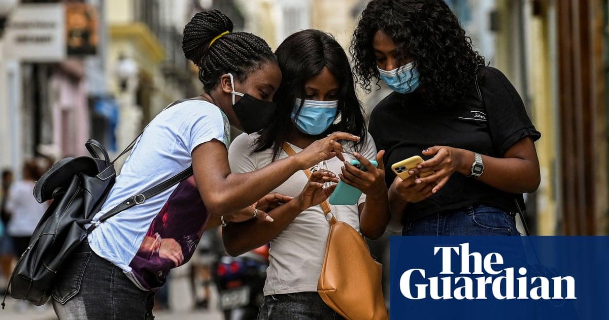 Digital gender gap 'keeping women offline' and costing billions, finds report