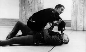 Laurence Olivier and Frank Finlay  in the film Othello from 1965