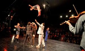 An acrobatic show at Letní Letná.