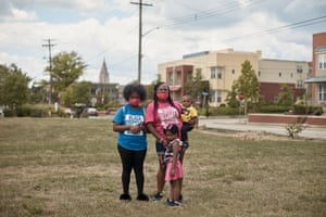 Pittsburgh, PA — Neisha Davis (pink) with her children Trinitee McCown (blue), Deniya Hall (camo) and Demitri Hall (yellow) in Pittsburgh, PA on Tuesday, August 18, 2020.