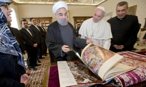 Rouhani exchanges gifts with Pope Francis at the Vatican
