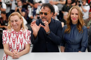 Producer Miuccia Prada, director Alejandro González Inarritu and producer Mary Parent during the photocall for Carne y Arena ( Virtually Present, Physically Invisible)