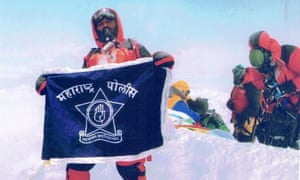 Dinesh Rathod with an Indian flag on Everest in a photo claimed to be fake.