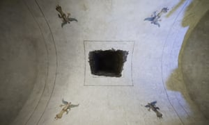 View of a frescoed chamber of the Pyramid of Cestius.