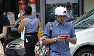A New Jersey lawmaker has proposed a crackdown on 'distracted walking'.