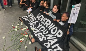 Protesters in New York supporting safe drug injection sites blocked the entrance of Governor Andrew Cuomo's building.
