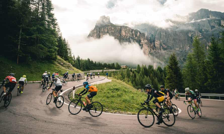 Cyclists on the Passo Gardena during the 2016 Maratona dles Dolomites.