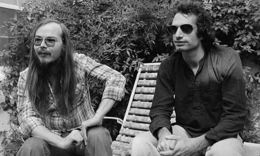 Walter Becker with Donald Fagen, right, in 1977.
