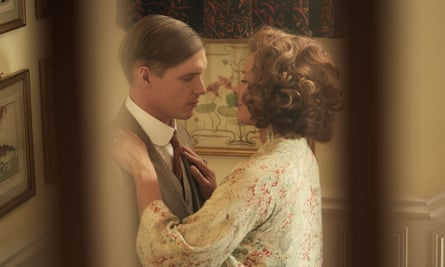 Billy Howle and Kim Cattrall in Witness for the Prosecution.