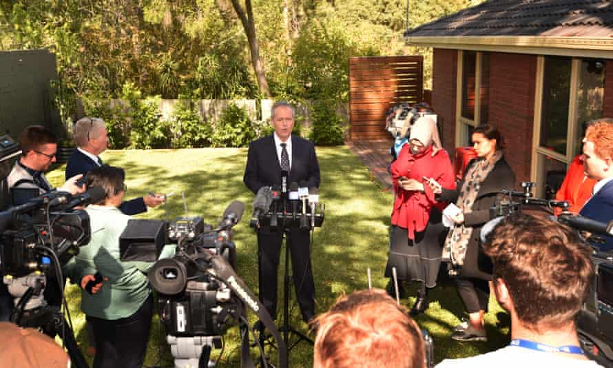 Bill Shorten launches Labor's election campaign in the backyard of a home in suburban Melbourne